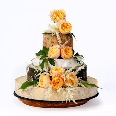 Cheese Wedding Cakes: Three Beautiful Summer Looks